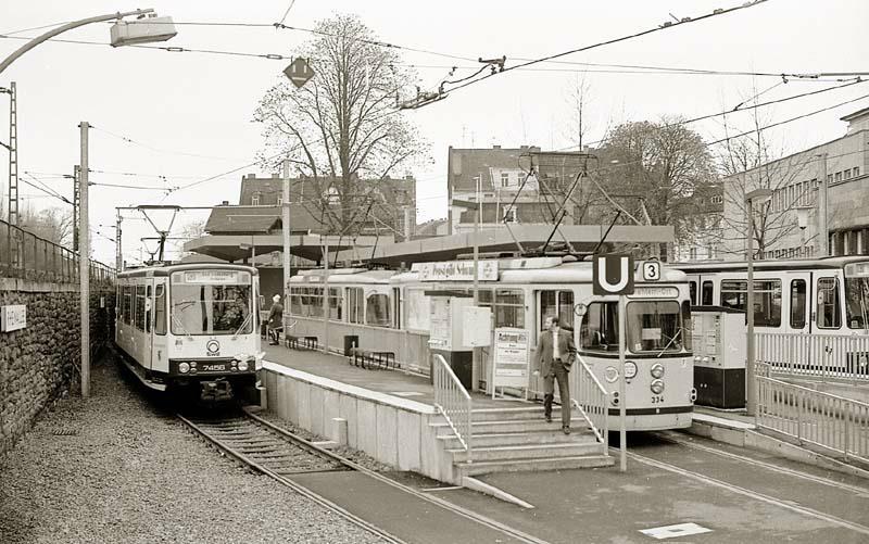 Die Endhaltestelle der BGM und der aus Bonn kommenden U-Bahnn an der Rheinalle.
