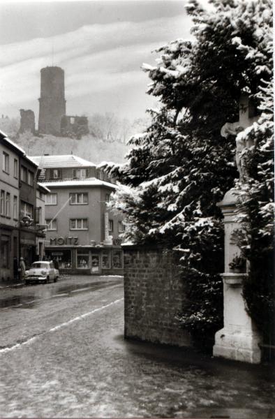 Burgstr. mit Burg
