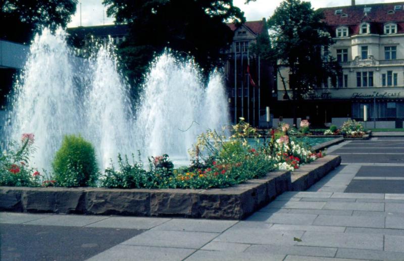 Brunnen mit Hotel Kaiserhof