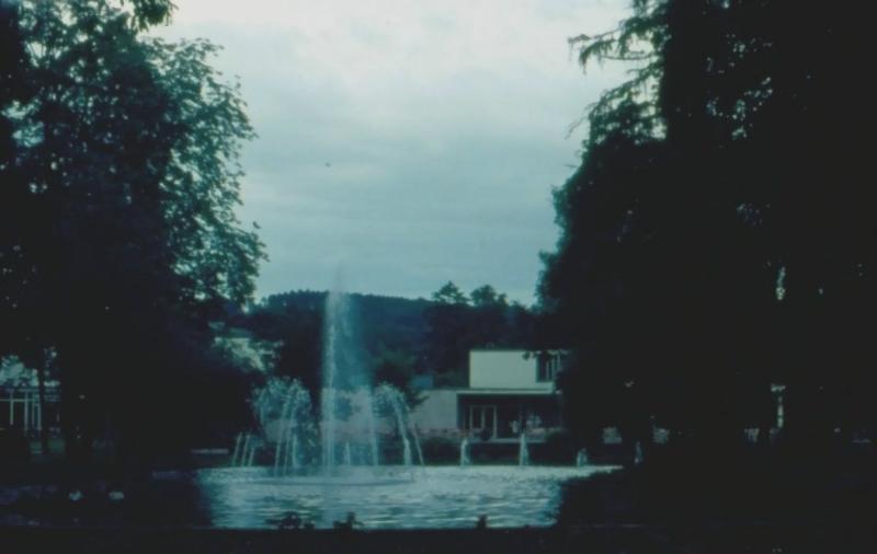 Springbrunnen vor Stadthalle
