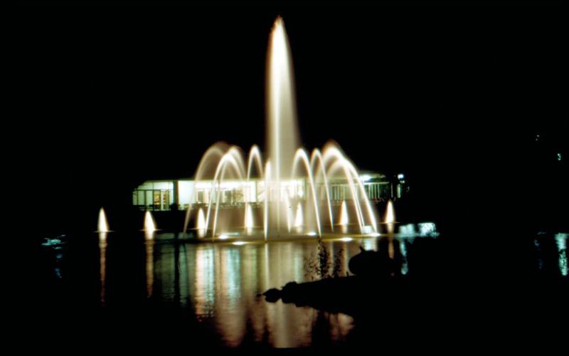 stadthalle-mit-springbrunnen04