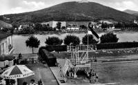 Schwimmbad Rüngsdorf mit Sprungturm