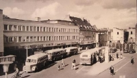 Theaterplatz mit Bussen